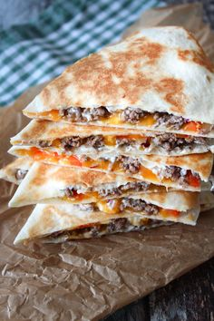 Quesadillas Med Oksekød – One Kitchen – A Thousand Ideas Gourmet Recipes, Mexican Food Recipes, Healthy Recipes, Dessert Recipes, Healthy Breakfast For Kids, Dessert Healthy, Sandwiches, Food Inspiration, Love Food