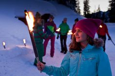 Fackelwanderung - das Flackern sorgt für märchenhafte Reflektionen und Schattenspiele, unter den Füßen knirscht leise der Schnee. Tauche in die friedliche Atmosphäre ein und lass dich verzaubern.  https://www.youtube.com/watch?v=VvMvDp9mfDY #silvrettamontafon #sparkling #snow
