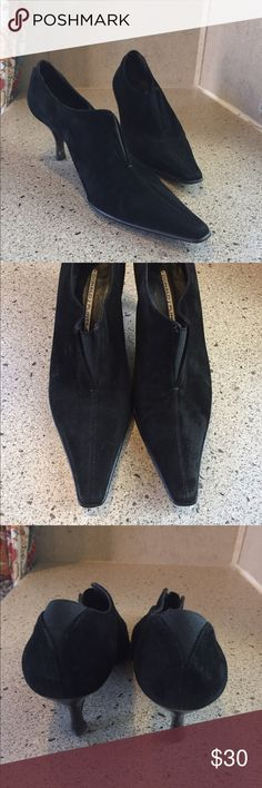 Donald J Pliner Booties Donald J Pliner Women's 8 M Black LYNDIE suede leather pump kitten heels boot bootie   Each shoe has been examined and is in excellent gently used condition. The known faults are called out below in the Areas of Wear section. Please review all pictures and assess each shoe for yourself before purchasing.   Areas of Wear  Please view all pictures before making a purchase  minor scuffing, inside and sole wear. Heels are damaged. Donald J. Pliner Shoes Ankle Boots…