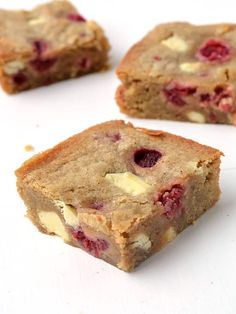 These are the BEST blondies I've ever had! Buttery with being too sweet, flavoured with brown sugar, white chocolate and raspberries. Chocolate Raspberry Brownies, Raspberry Cheesecake Bars, Chocolate Chip Blondies, Raspberry Recipes, White Chocolate Raspberry, Baking Recipes, Dessert Recipes, Desserts, Dinner Recipes