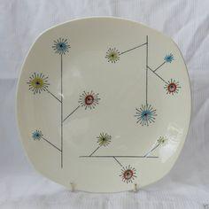 22 cm Jessie Tait FlowerMist Plate. Midwinter Stylecraft 1950s. Pottery Sculpture, Fine China, Mid Century Design, Decoration, Textile Design, Jessie, Mid-century Modern, Tea Pots, 1950s