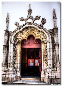 Santarém Portal da Igreja de Santa Maria de Maravila,  Portugal
