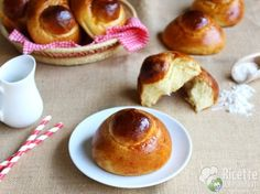 Brioche col Tuppo Croissant, Gnocchi, Doughnut, Sweet Recipes, Sprinkles, Pancakes, Food And Drink, Pudding, Breakfast