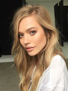 Set your alarm for later, girls. If you keep these 5 beauty habits the night before you will absolutely wake up flawless!