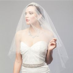 This gorgeous veil is the perfect way to add a bit of subtle sparkle to your look. Xoxo @weddingchicks PC: @jaylynphoto #laurajaynebride #bridalaccessories #bride #wedding #love