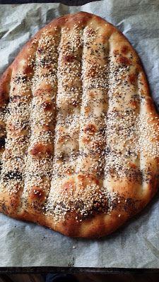 Beasties Bistro: Nan-e Barbari, Persisches Fladenbrot - kenyér - Focaccia Pizza, Bread Recipes, Cooking Recipes, Oriental Food, Salty Cake, Appetizer Dips, Canapes, Naan, Banana Bread
