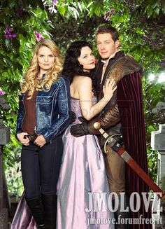 I'm sorry, but if you don't know the storyline of OUAT this picture just makes Jen look like a really awkward third wheel.