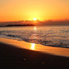 【ha_o_to】さんのInstagramをピンしています。 《days in tokyo ・ もしもこの瞬間 願いが一つだけ叶うのなら ・ あと少しだけ このままで ・ ・ ・ #5日連続海pic #余韻に浸る #はしゃぎ過ぎた大人の #連投週間 #今日もマジメ #明日は予告オモロー #予告先発的なやつ #山始めはいつ ・ ・ <今日のオモ人格> ★オモポエニスト・・・溢れ出るポエマー感の人 ★オモポーティスト・・・溢れ出るアーティスティック感の人 ・ ・ #forest #flowers #flower #nature #green #florist #flowershop #piano #mountain #climbing #debussy #garden #sky #sea #sunrise #beach #森 #登山 #トレッキング #海 #初日の出》
