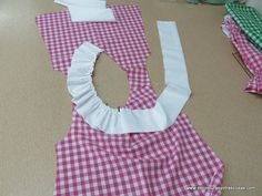 De costuras y otras cosas: BLUSÓN PARA NIÑA EN CUADROS VICHY Sewing For Kids, Baby Sewing, Toddler Outfits, Kids Outfits, Kids Dress Patterns, Sewing Alterations, Little Girl Dresses, Kind Mode, Baby Dress