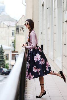 Floral Skirt Romantic Style # Trends Of Spring Apparel Style Floral Skirt Skirt Romantic Style How To Wear Skirt Romantic Style 2015 Skirt Romantic Style Where To Get Skirt Romantic Style How To Style Modest Outfits, Skirt Outfits, Modest Fashion, Dress Skirt, Dress Up, Fashion Outfits, Fashion Hacks, Dressy Dresses, Jw Moda