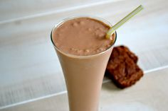 Nutella Banana Smoothie.  Must try it!  http://www.motherthyme.com/2011/08/nutella-banana-smoothie.html#