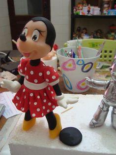 .minnie mouse figurine