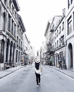 Travel Guide : Montreal - Shopping, Old Montreal + Food | Homey Oh My! | Pin curated by @poppytalk for @explorecanada