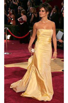 Penelope Cruz- Glamour Girls: The Best 100 Oscar de la Renta Red Carpet Moments  - HarpersBAZAAR.com