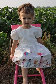 Sarah Jane:  Children at play fabric. ¿Te has enamorado de la tela? Puedes encontrarla en Ulalatela. http://www.ulalatela.com/collections/telas