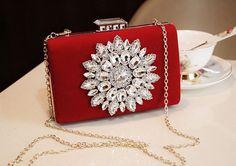 Bolsa de festa clutch vermelha com pedras. Bolsa de festa, bolsa de casamento  www.deoliatelier.com.br