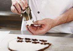"""La recette des Etoiles à la cannelle de Philippe Volck,  pâtissier chez Kubler et chef """"Etoiles d'Alsace"""" Les meilleurs Bredele de Noël en Alsace © C. Creutz"""
