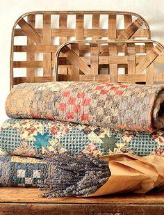 Farmhouse Quilts, Country Quilts, Country Farmhouse Decor, Country Primitive, Vintage Farmhouse, Primitive Bedroom, Country Homes, Farmhouse Style, Victorian Farmhouse