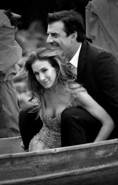 Sarah Jessica Parker and Chris Noth in a photo shoot to promote the tv show Sex and the City.