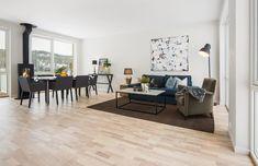 (4) Rødsåsen - Nytt og moderne enderekkehus med fantastisk beliggenhet i naturskjønne omgivelser nær Heggedal sentrum. Boligen er vesentlig oppgradert med tilvalg. | FINN.no Dining Bench, Real Estate, Furniture, Home Decor, Decoration Home, Table Bench, Room Decor, Real Estates, Home Furnishings