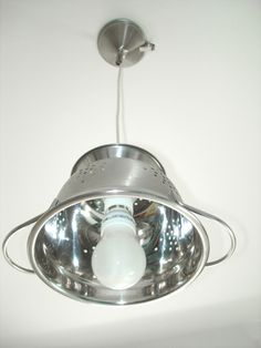 Lampe passoire design et tendance 'PASSOU'ART' réalisée avec une passoire en inox brossé