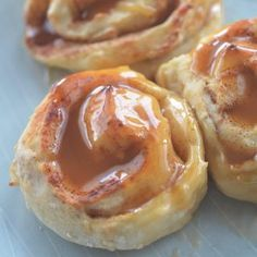 Sugar Free Caramel Rolls – made with 2 ingredient dough! I've been experimenting with the 2 ingredient dough so much lately. The grocery store by me has probably wondered why they started running out Weight Watcher Desserts, Weight Watchers Snacks, Weight Watchers Breakfast, Weight Watcher Dinners, Weigh Watchers, Ww Desserts, Sugar Free Desserts, Sugar Free Recipes, Ww Recipes