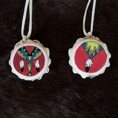 Artist: Lorri Ann Two Bulls - Transform your decor with a little help from this beautiful hand-made, mini elk hide drum. Side One: Double Feather Side Two: Single Feather. #DoubleFeather #SingleFeather #Feathers #feathers #handpainted #handcrafted #handmade #drum #minidrum #music #ornament #aktalakotamuseum #nativeamerican #lakota Native American Instruments, Elk, Beautiful Hands, Drums, Art Gallery, Hand Painted, Christmas Ornaments, Mini, Feathers