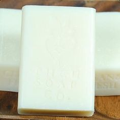 Clean & Fresh Handmade Soap Bar -  Our Clean & Fresh Handmade Soap Bar has the unique sent of cleanliness! Clean & Fresh Handmade Soap is sure to make you feel fresh and clean as if you just brought in fresh cloths off the clothesline!  How to use your Natural Soap Bar: Work ourClean & FreshHandmadeSoap Bar into lather and massage over body. Rinse lather off thoroughly. May be used in bath or shower. How to care for your Natural Soap Bar: A ...