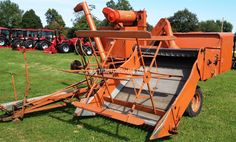 1956 ALLIS-CHALMERS 66 Combine these sold like hotcakes for a. Tractor Machine, Harvest Day, Allis Chalmers Tractors, Tractor Implements, Combine Harvester, Farm Pictures, Classic Tractor, Farm Tools, Old Farm Equipment