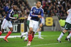 Thierry Henry, Football, Arsenal, Running, Sports, Chiaroscuro, Veneers Teeth, Soccer, Hs Sports