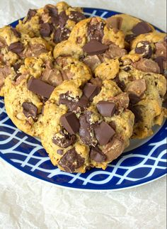 Soft baked Chocolate Chip Cookies with the flavour of a digestive biscuit. Wonderfull and low sugar!