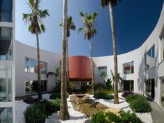 Choose the Algarvian way for outdoor living in this contemporary villa in Quinta do Lago.
