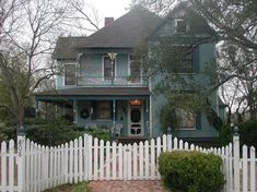 1897 Victorian: Queen Anne - Authentic Historical Gem in Calvert, Texas - OldHouses.com