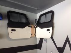 Hang jeep doors in shed or basement like this Jeep Wrangler Upgrades, Jeep Wrangler Forum, 2013 Jeep Wrangler Unlimited, 2011 Jeep Grand Cherokee, Grand Cherokee Overland, Jeep Hard Top, Jeep Hacks, Jeep Doors, Black Jeep