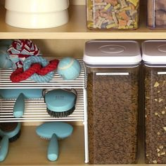 organize dog supplies Great way to organize pet supplies: food in labeled clear containers so you can see how much you have, and a shelf for grooming tools. Animals And Pets, Cute Animals, Dog Organization, Organizing Ideas, Hamster, Dog Rooms, Cat Supplies, Office Supplies, Diy Stuffed Animals