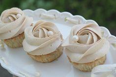 Banana cupcakes & caramel frosting