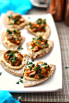 These delicious Moroccan Chicken Pita Bites are totally addictive and super easy to make since the slow cooker does all the work for you! Slow Cooker Moroccan Chicken, Slow Cooker Recipes, Cooking Recipes, Crockpot Recipes, Chicken Pita, Healthy Chicken, Inexpensive Meals, Pita Bread, Appetizer Recipes