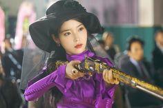 """¡IU luce impactante en las últimas imágenes reveladas del drama """"Hotel del Luna"""" de tvN! """"Hotel del Luna"""" se trata de un hotel para fantasmas dirigido por la propietaria Jang Man Wol (interpretada por IU) y el hotelero de élite Goo Chan Sung (interpretado por Yeo Jin Goo). El 12 de julio, el próximo drama les dio Luna Fashion, Nice Dresses, Girls Dresses, Drama Korea, Moon Goddess, Korean Entertainment, Classic Outfits, Everyday Look, K Idols"""