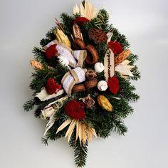 Aranžmán so živým základom 4 | Kvety pre Vás Christmas Wreaths, Holiday Decor, Home Decor, Decoration Home, Room Decor, Home Interior Design, Home Decoration, Interior Design