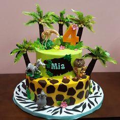 Madagascar cakes Jungle Theme Birthday, Zoo Birthday, Madagascar Party, Charlotte Cake, Bithday Cake, Cupcake Cakes, Cupcakes, Jungle Cake, Crazy Cakes