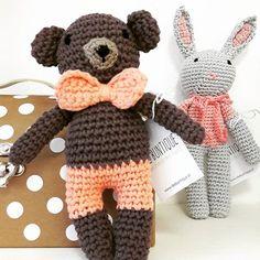 In der Kirchengasse 26 trifft man nicht nur Bär und Hase. Es verstecken sich auch eine Menge Füchse und andere süße Tierchen bei uns :) #diebuntique #handmade #wien #neubau #emoke.at #bear #bunny #toys #cuddle #vienna #sayhello #häkeln #bär #hase #design #vonhandmitherz #die_buntique Toys, Photo And Video, Fun, Instagram, Design, Cute Animals, Hare, Fin Fun, Lol