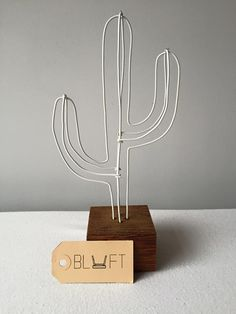 Diy Crafts Hacks, Diy Home Crafts, Cactus Decor, Cactus Art, Diy Wall Art, Wall Art Decor, Barbed Wire Art, Diy Postcard, Wire Art Sculpture
