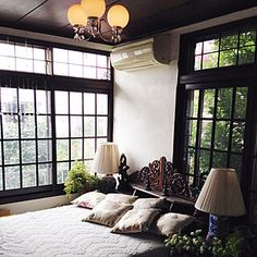 Chinese Interior, Asian Interior, Japanese Interior Design, Home Interior Design, Interior Styling, Japanese Modern House, Casa Retro, Beautiful Living Rooms, Bedroom Vintage