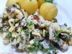 Matjessalat fruchtig frisch, heute mit Pellkartoffeln . #essen #essenmachtglücklich #Fisch #food #foodblogger #foodbloggerdeutschland #foodlover #foodpic #fruchtig #hausmannskost #instafood #instafoodie #kochen #kochenleichtgemacht #lecker #leckerschmecker #Matjes #mittagsessen #rezepte #rezeptidee #salat #selbstgekocht Foodblogger, Potato Salad, Potatoes, Ethnic Recipes, Fresh, Meal, Food Food, Cooking