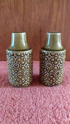 Lovely Old Green Patterned Salt Pepper Pots, Used Antique Collectable Ceramics For Sale in Riverchapel, Wexford, Ireland for euros on Adverts. Connemara, Green Pattern, Salt And Pepper, Celtic, Pottery, Stuffed Peppers, Ceramics, Canning, Antiques