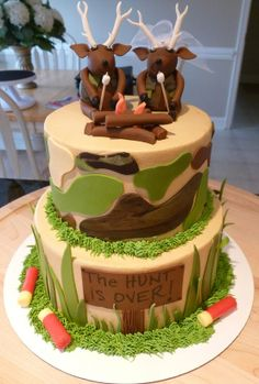 Camo Wedding Cake- Too Cute! maybe not as the main cake, but for the rehearsal dinner ;)