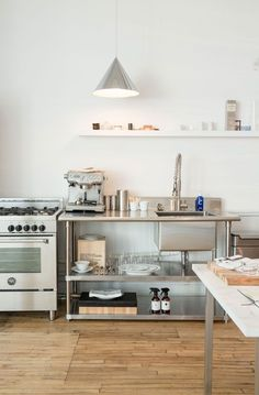 Kitchen Sinks Ideas 10 Easy Industrial Kitchen Decor Ideas That You Can Create For Your Urban Getaway industrial style kitchen sink and storage Apartment Kitchen, Kitchen Interior, New Kitchen, Kitchen Dining, Kitchen Decor, Kitchen Walls, Kitchen Ideas, Dining Room, York Apartment
