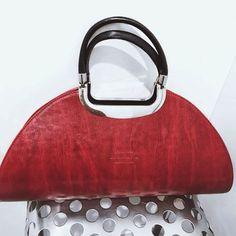 🎀Blogueira🎀 sur Instagram: Achei linda esta mala que o meu marido me ofereceu ❤️❤️ #mala#bolsas #acessoriosdemoda #acessorios #acessóriosfemininos #acessorioslindos…