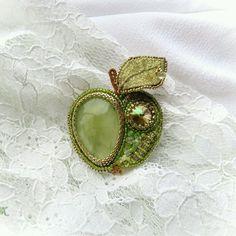 """Купить Брошь """"Зеленое яблочко"""" - салатовый, яблоко, зеленое яблоко, пренит, подарок, брошь, свежесть"""