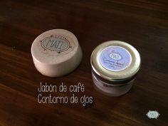 Hechos con café orgánico. previenen y atenúan las ojeras, bolsas y líneas de expresión. Además, el jabón de café es exfoliante y un gran aliado contra la piel de naranja y la celulitis.